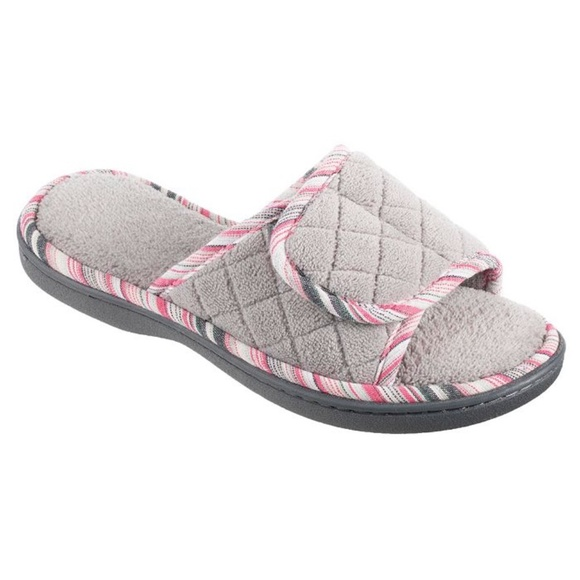 ISOTONER Diamond Quilted Mandy Adjustable Slippers
